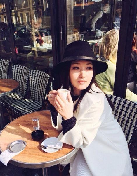 43岁杨钰莹欧洲独度假小资清纯显可爱/图