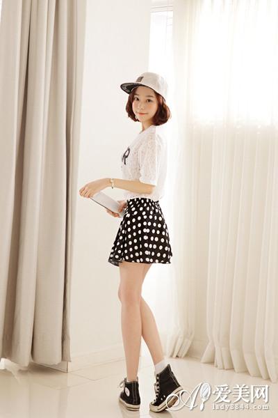 夏季女装简易搭配 T恤+短裙走时尚