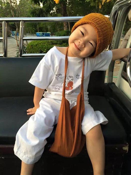 泰国2岁半小和尚狂打瞌睡萌化所有人