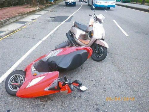 乌龟致车祸被逮捕:龟星人慢行致两摩托骑士追撞人车倒地【图】